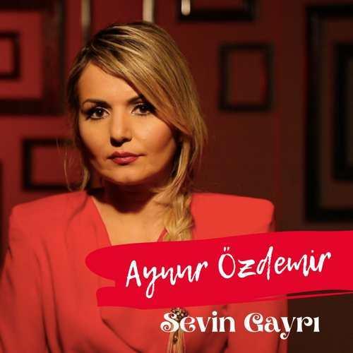 Aynur Özdemir Yeni Sevin Gayrı Şarkısını İndir