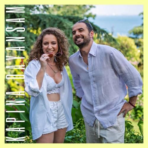 Yasmin Allovi & Melih Abuaf Yeni Kapına Dayansam Şarkısını İndir